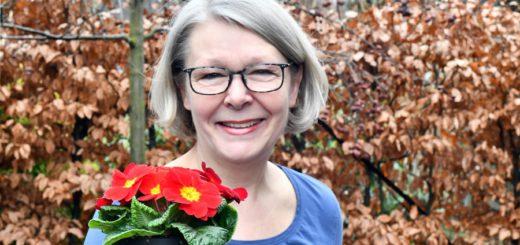 Zurzeit dominieren noch die Farben des Winters im Garten und der Frühling lässt auf sich warten. Für Margret Hoffmann aus Delmenhorst hat die Organisation für den Gartentag auf der Nordwolle im April längst begonnen.Foto: Konczak