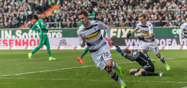 Thorgan Hazard (M.) bejubelt seinen Treffer. Felix Wiedwald ist geschlagen. Foto: nph