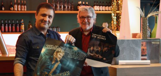 Tarik Cirdi und Dieter Freese möchten fortan als feste Größe in der Stadt einmal monatlich Blues-, Folk- oder Rockkonzerte im Riva-Event an der Weberstraße veranstalten. Foto: nba
