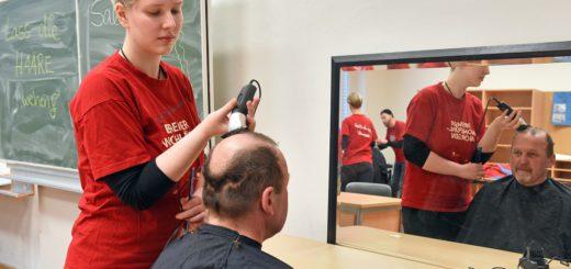 Beim Bremer Wohlfühlmorgen können sich Obdachlose und andere Bedürftige einen Tag lang verwöhnen lassen - samt Friseurbesuch und Massage. Foto: Schlie