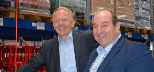Holger Holthus (l.) mit Rainer Ditzfeld am Samstag in Achim. Foto: Sieler