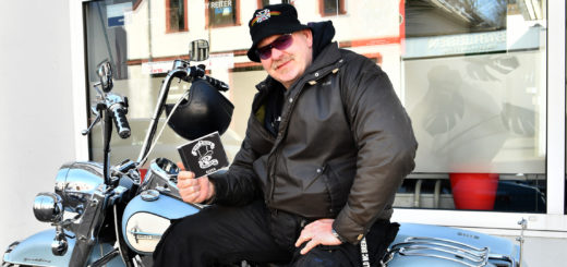 "Eine CD mit ""klassischem Biker-Rock"" verspricht Lars ""Obelix"" Petersen.Foto: Konczak"