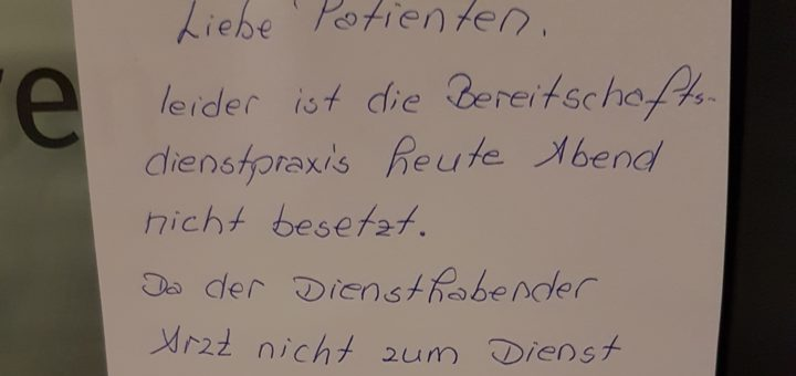 Diesen Zettel entdeckten Patienten, die am Dienstag den ärztlichen Notdienst in Delmenhorst aufsuchen wollten. Foto: Bernd Tönjes