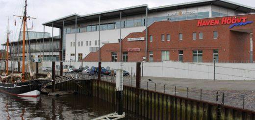 Schon bald wird die Sicht eine andere sein: Die Pläne für das Haven Höövt sehen vor, den vorderen Bereich abzureißen. Der hintere Teil des Gebäudes soll als Nahversorgungszentrum erhalten bleiben. Foto: Harm