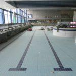 Statt Chlor- dominiert dieser Tage der Geruch von Zementstaub in der Halle des Allwetterbads. Foto: Bosse