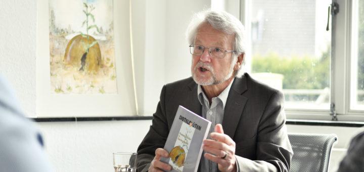 """Der Herausgeber und Mitautor des Buches """"Distelblüten"""" gastiert am Donnerstag im Haus Berger.Foto: Konczak"""