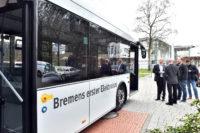 Der E-Bus löste großes Interesse aus. Foto: Konczak