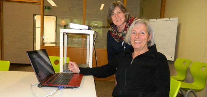 Christine Struthoff und Monika Genßler (v.l.) von der städtischen Jugendarbeit stellten das diesjährige Sommerferienprogramm für Osterholz-Scharmbeck vor. Foto: Bosse
