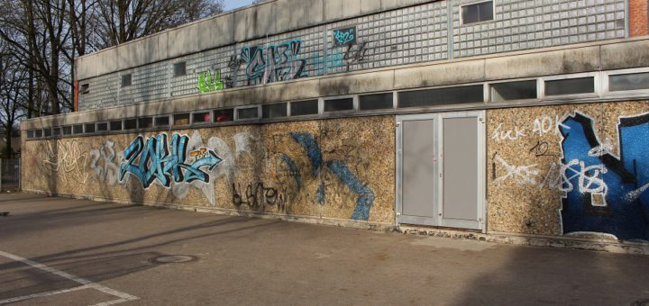 Die Sporthalle an der Richthofenstraße muss für rund 1,85 Millionen Euro saniert werden. Die Planungsmittel sind bereits im Senatsbauprogramm 2017 eingeplant. Foto: Harm
