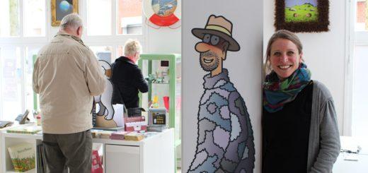 Dijana Nukic stellt in der Havengalerie noch bis Ende Mai Cartoons von Tetsche aus. Mit einem neuen Ausstellungskonzept will sie auch künftig komische Kunst nach Vegesack holen. Foto: Harm