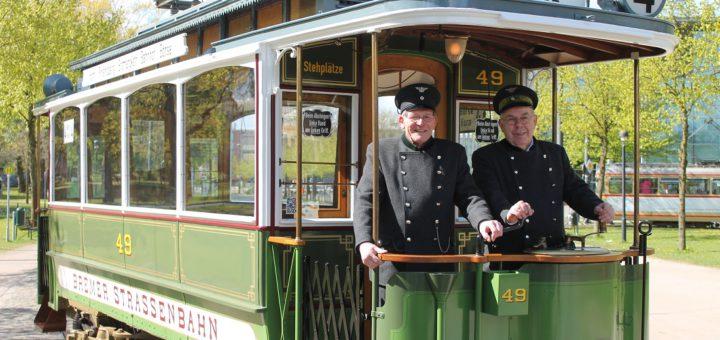 """Zwei Straßenbahnfreunde auf """"Molly"""". Foto: Raddatz"""