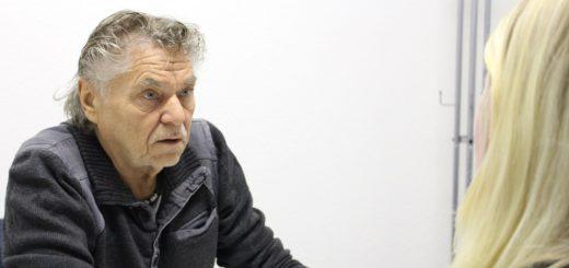 """Manfred Kleemann beschriebt in seinem Buch """"Süchtig leben – trocken sterben"""" nicht nur seine eigene Suchtgeschichte. Er liefert auch Ansätze zur Suchtprävention. Foto: Füller"""