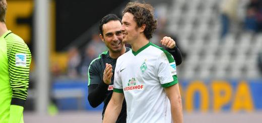 Alexander Nouri (l.) und sein dreifacher Torschütze Thomas Delaney freuen sich. Foto: Nordphoto