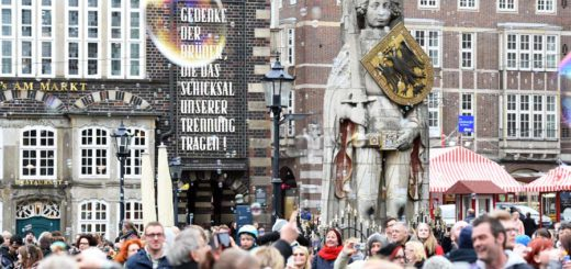 3. Seifenblasen-Flashmob auf dem Marktplatz Foto: Schlie