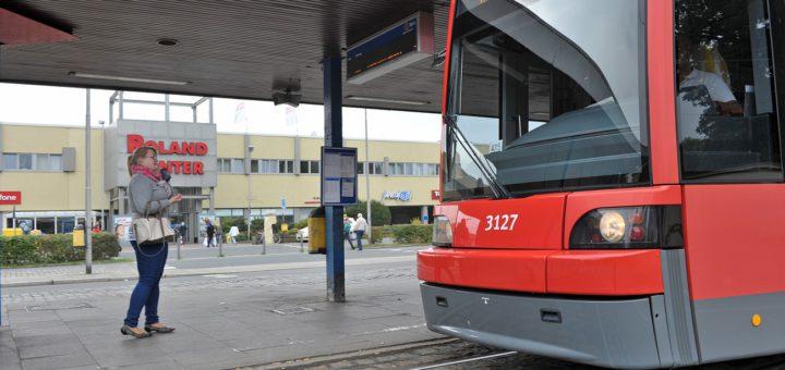 Die Straßenbahn Linie 1 lohnt sich laut einer neuen standardisierten Bewertung noch mehr, wenn sie nicht am Roland-Center in Huchting hält, sondern wie geplant bis nach Mittelshuchting verlängert wird. Verlängerung Foto: WR