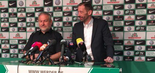 Bremens Polizeidirektor Hans-Jürgen Pusch (l.) und Werders Sicherheitschef Lars Mühlbrandt heute auf der Pressekonferenz. Foto: Twitter/WerderBremen