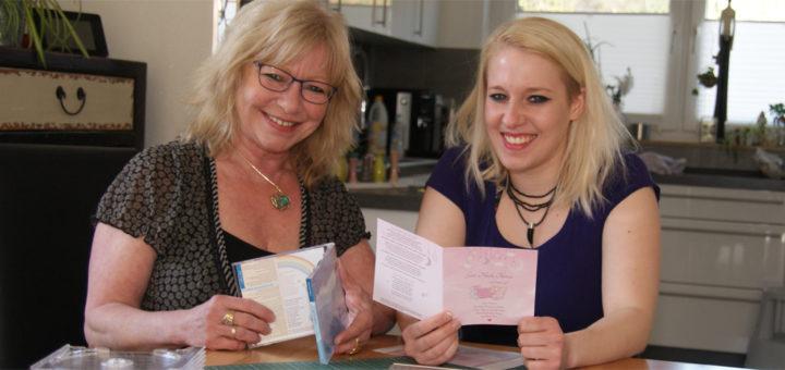 """Linda Schinkel (rechts) mit ihrer Mutter Sabina Ledig-Schinkel, zusammen bauen sie ihr Projekt """"Einschlaf-Musik für Kinder"""" auf. Foto: Möller"""