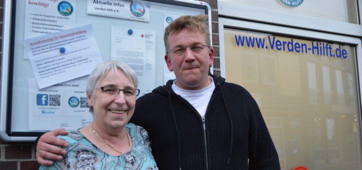 """Birgit Behrmann und Pierre Melchers von """"Verden hilft"""". Foto: Sieler"""