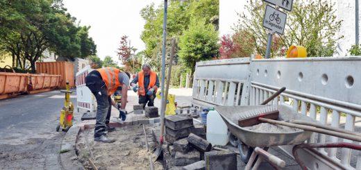 Auf einem Teilstück der Delmestraße wurde der Radweg neu gepflastert. Dabei wurde das taktile Leitsystem für blinde Personen vergessen. Foto: Schlie