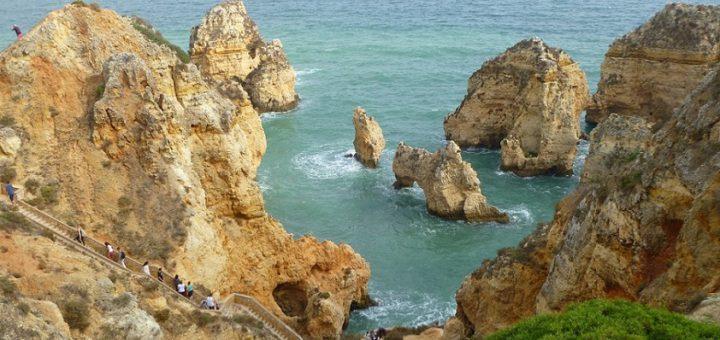 Die Natur als Baumeister: Die bizarren Felsformationen von Ponta da Piedade. Foto: Kaloglou