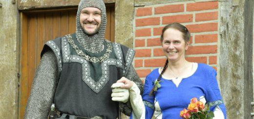 Der in Delmenhorst bekannte Ritter Kay Stiegler hat am 20. Mai in Wechold Heike Schmeling geheiratet. Foto: pv