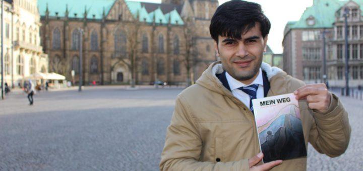 """Darwish Barkel präsentiert sein Buch mit dem Titel """"Mein Weg"""". Die Kulisse: Seine neue Heimat Bremen.Foto: Harm"""