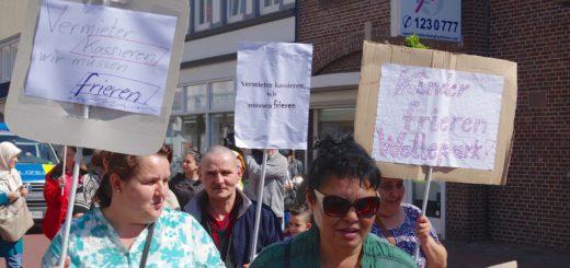 """""""Vermieter kassieren, wir müssen frieren"""", lautete einer der Sprüche auf den Plakaten der Demonstranten. Foto:gri"""