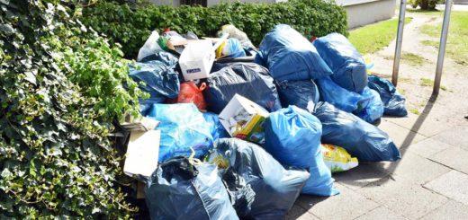 Der Müll säumt gerade die Dirschauer und Bromberger Straße in Gröpelingen. Foto: Schlie