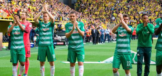 Nach dem Spiel verabschiedeten sich die Werder-Profis von den 9.000 Fans, die mitgereist waren. Foto: nph