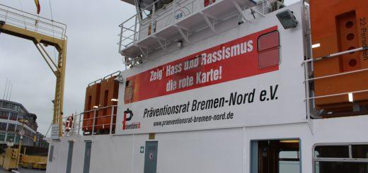 Dieser Slogan ziert für die kommenden Monate die Fähre zwischen vegesack und Lemwerder. Foto: Harm
