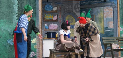 """Die Freilichtbühne Lilienthal eröffnet die neue Spielzeit am Sonnabend, 27. Mai, ab 17 Uhr mit dem modernen Märchen """"Schneewittchen und die sieben Agenten"""". Foto: Möller"""