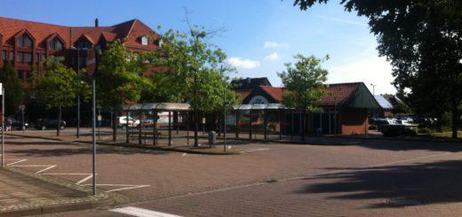 Der ZOB Brinkum am Ortskern Brinkum in Stuhr war der Tatort der Massenschlägerei zwischen Jugendlichen, die die Polizei aufgelöst hat. Foto: lod