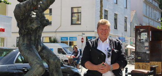 Rainer Windhusen ist Kontaktpolizist im Bremer Flüsseviertel. Kürzlich hat er seine Dienstzeit um zwei weitere Jahre verlängert. Foto: Füller