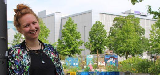 Birte Nienke ist Streetworkerin auf dem Lucie-Flechtmann-Platz und in der angrenzenden Alten Neustadt. Foto: Füller