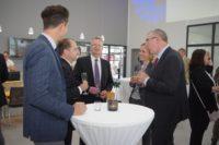 Banker unter sich: Wolfgang Etrich und Martin Versemann (Vorstände der Volksbank eG Delmenhorst Schierbrok) im Gespräch mit Heinz Barlage, LzO-Leiter für das Firmenkundengeschäft.