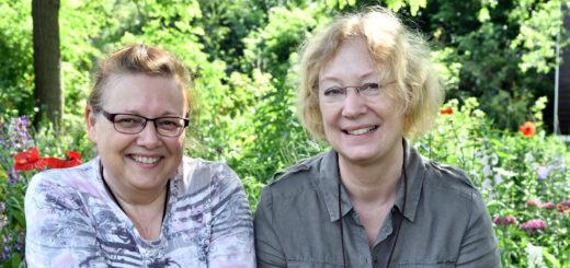 Mit ihren Ideen rund um wilde Kräuter und Pflanzen begleiten uns Bettina Janßen und Heike Kroll durch den Sommer. Foto: Konczak