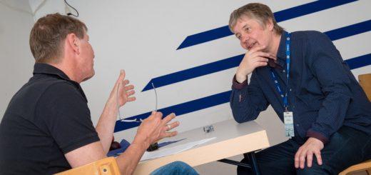 """""""Ich hatte unglaublich viele Fragen im Gepäck"""", sagt Detlef Gödicke (links) über sein Treffen mit """"Deep Purple""""-Keyboarder Don Airey (rechts). Foto: Lars Grötzinger"""