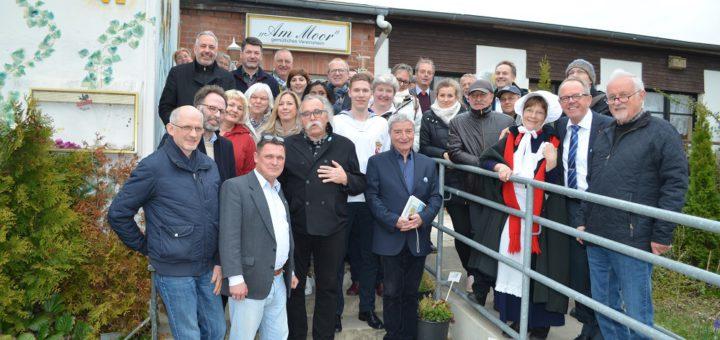 Die Delegation aus Bremen mit den Warnemünder Partnern beim vergangenen Besuch an der Ostsee. Foto: pv