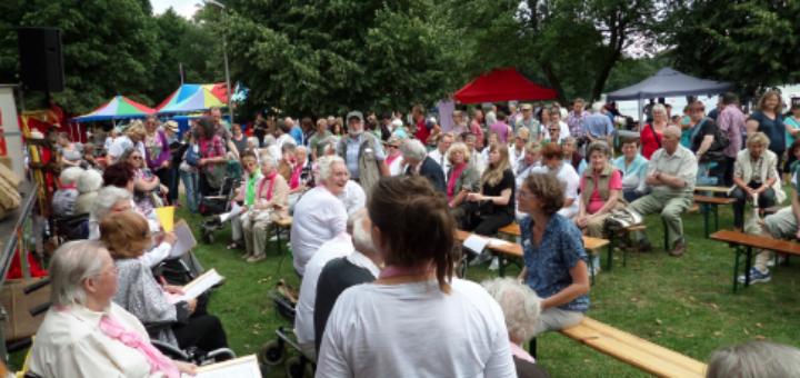 Beim Sommerfest am Sodenmattsee in Huchting gibt es Programm für Jung und Alt. Sodenmattseefest Fest Bremen Foto: pv