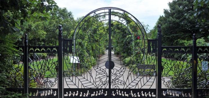 Tor zum Rhododendronpark. Foto: Schlie