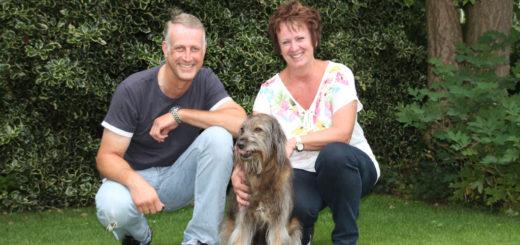 Bei ihren Spaziergängen mit Hund Guapo sammeln Frauke Steenhusen und Dirk Böge den Müll anderer ein. Foto: Spier