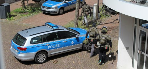 Das Sondereinsatzkommando war mit mehreren Beamten vor Ort. Foto: Spier