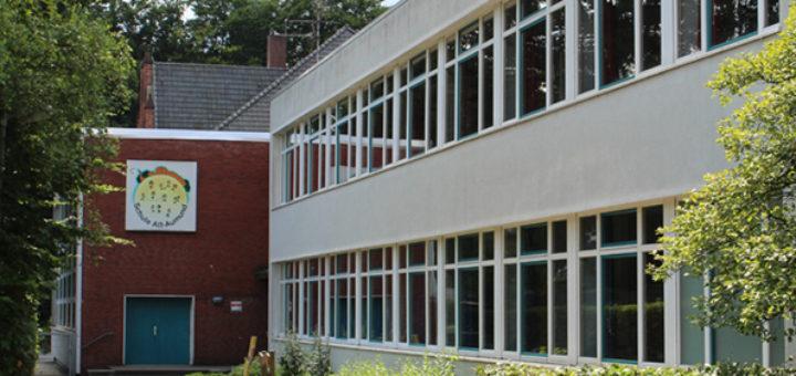 Während in den Sommerferien an einigen Schulen Baumaßnahmen durchgeführt werden, bleibt es in der Grundschule Alt-Aumund ruhig. Die Einrichtung wechselt im Schuljahr 2017/2018 zum gebundenen Ganztagsangebot. Noch fehlt dafür allerdings ein Raum. Foto: Spier