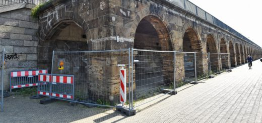 Unschön: abgesperrten Arkaden an der Weser. Foto: Schlie