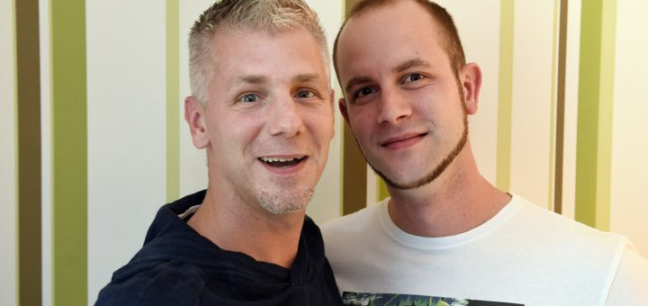 André Rottenberg (l.) und Achim Heins heiraten in kürze. Für sie wirft das Abstimmungsergebnis nun Fragen auf. Foto: Schlie