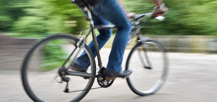 x1-Fahrradfahrer_Bürgerpark_3sp. Foto: Schlie