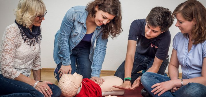 Erste Hilfe am Kind. Foto: pv