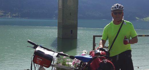 Der Höhepunkt seiner Fahrradreise zum Gardasee war für Wolfgang Brandes der Reschensee in Italien. Anstelle des Stausees befand sich einst ein Dorf.