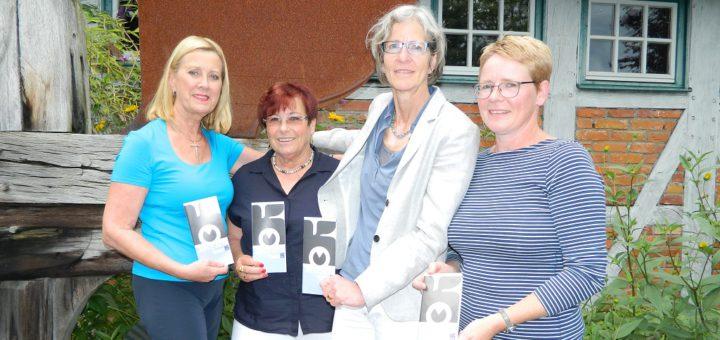 Ursula Villwock, Irmgard Windhorst, Katrin Schütte und Claudia Schnibbe (von links) stellten das neue Programm des Kunstvereins Osterholz vor. Foto: Bosse