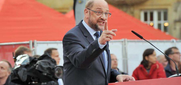 Martin Schulz mit erhobenem Zeigefinger.